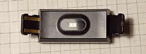 本体・左の充電端子をUSBコネクタに直接差し込むタイプ